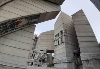 паметник 1300 г българия